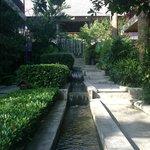 Водопады во дворе отеля