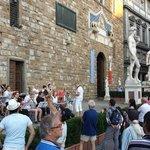 Apresentação na Piazza della Signoria