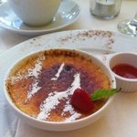 A sublime creme brulee!