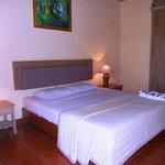 room queen bed