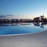 Une des piscines au coucher de soleil