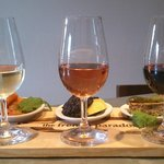 Tasting plate and flight of wines to taste in July