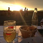 Beer and great food at sunset at the Kings