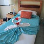 Des cygnes en serviettes dans la chambre