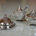 Silberkännchen und Silberschalen