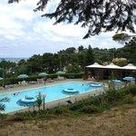 Vista sulla piscina (mare sullo sfondo)