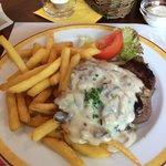 180gr steak with mushroom sauce