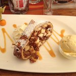 Applestrudel whit vanilla ice Very nice