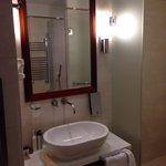 ห้องน้ำ ห้องชาวเวอร์ และ ห้องส้วมแยกกัน สะดวกดี