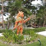 Decoración de la cultura maya, común en todo el hotel
