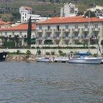 Vista do Hotel Vintage a partir do Rio Douro