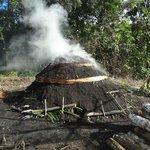 Fabricando carbón en comunidad