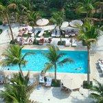 Una de las piscinas exteriores
