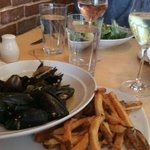 Moules et frites (mussels and french fries)