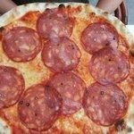Pizza con salame toscano