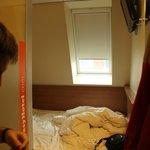 habitación pequeña easy hotel piso 5ª
