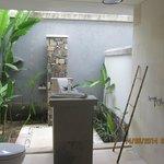 Garden room open air bathroom