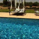 La piscine et ses lits balinais pour profiter du soleil…