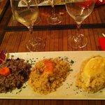 Tris di risotti: con barbabietola, con gamberi e avocado, con tomino