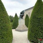 Linda Imagem de O Pensador no jardim do Museu Rodin