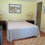 Small 1 Room Cottage Motel like Queen Bed