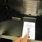 safe エレベータはカードキーがないと動かない。