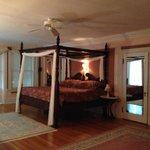 Master suite (Room 6)