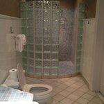 Bathroom (Room 6)