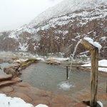 Piletas de agua termal con nieve