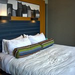 Room 1803 / King Bed