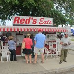 Front view of Red's Eats