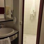 Este es el baño con lavabo incorporado