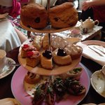Vintage afternoon tea (cake stand for 2 people)