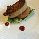 Foie gras de canard poêlé, croustillant de pied de cochon...