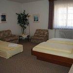 Drei- Bett Zimmer