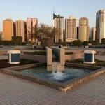 Корниче, Абу-Даби, ОАЭ. Вид на город.