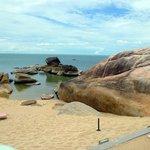 le rocce granitiche delimitano piccole piscine naturali