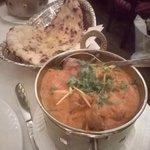 Garlic nan + agneau sauce masala