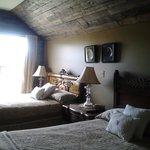 Nan's Attic, Round da Bay Inn, Plate Cove West, NL