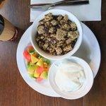 Obst + Müsli zum Frühstück