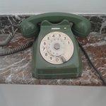 Telefono Hall