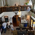 Foto tomada desde arriba a la recepción del Hostel