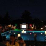 Вечером около бассейна
