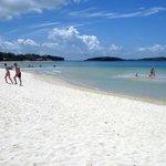 acque basse , calde , sabbia bianca pur non essendo corallina