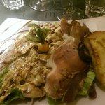 Entrée carpaccio de foie gras et jambon cru excellent.