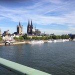 Le Dom de Cologne sur les bords du Rhin
