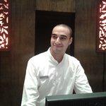 محمود جمال موظف الاستقبال المتميز