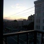 Man kan se en skymt av Golden Gate-bron när det inte är dimma