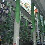 Interior del Hotel, jardin precioso