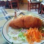 Especialidad Pechuga de pollo rellena con jamón y queso herreño